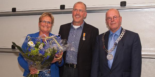 De heer R.E. Elvé uit Dirksland ontvangt Koninklijke Onderscheiding