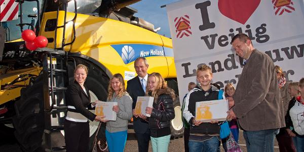 Campagne 'Veilig Omgaan Met Opvallend Landbouwverkeer in Zuid-Holland' gestart in Ouddorp