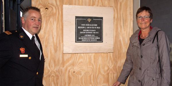 Oud-burgemeester onthult plaquette op eerste VRR-kazerne