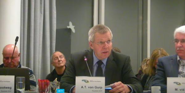 Drie mondelinge vragen door SGP-er A.T. van Gurp