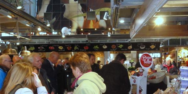 Raad bezoekt verkooppunt Buutegeweun in Markthal