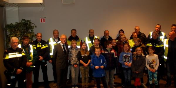 Burgemeester loopt mee met buurtpreventieactie met schoolkinderen