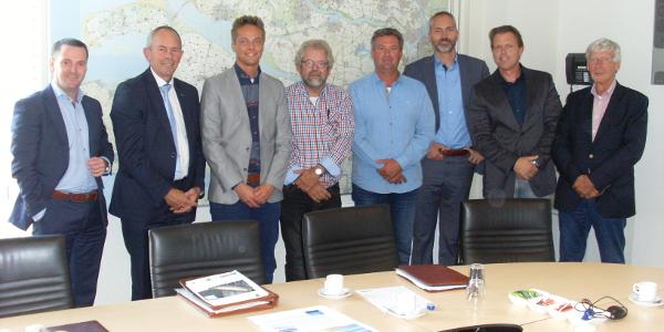 Ondertekening overeenkomst verkoop onroerend goed gemeente Goeree-Overflakkee