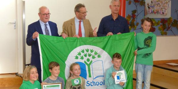 Daltonschool De Vliegers ontvangt Groene Vlag