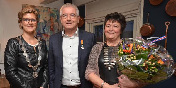 De heer Visser uit Middelharnis Koninklijk onderscheiden