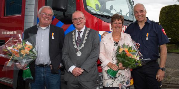 Brandweermannen Jan Mackloet en Ab Tieleman Koninklijk onderscheiden