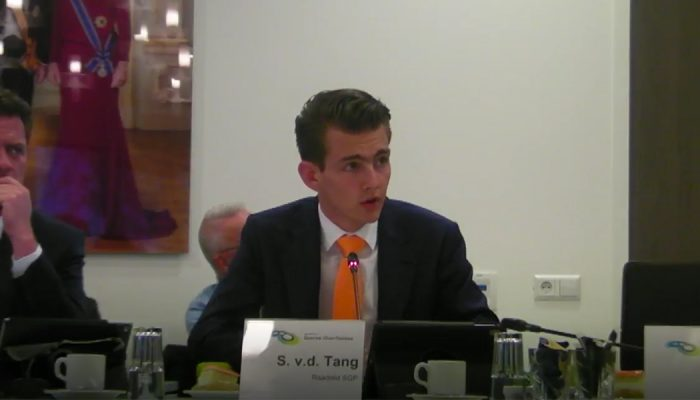 'Maidenspeech' van der Tang over voetbalaccommodaties