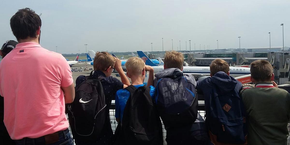 SGP-jongeren bezochten Schiphol