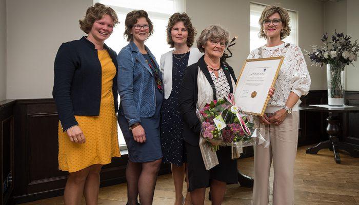Janneke Koningswoud-ten Hove benoemd tot éérste Ereburger van de gemeente Goeree-Overflakkee