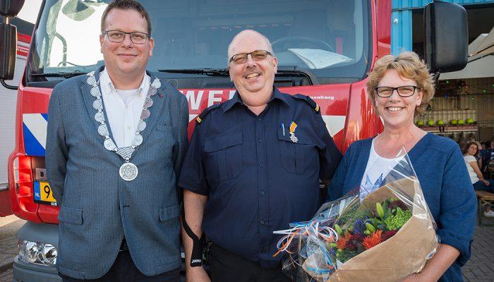 Brandweerman Marinus van Loon uit Oude-Tonge ontvangt Koninklijke Onderscheiding