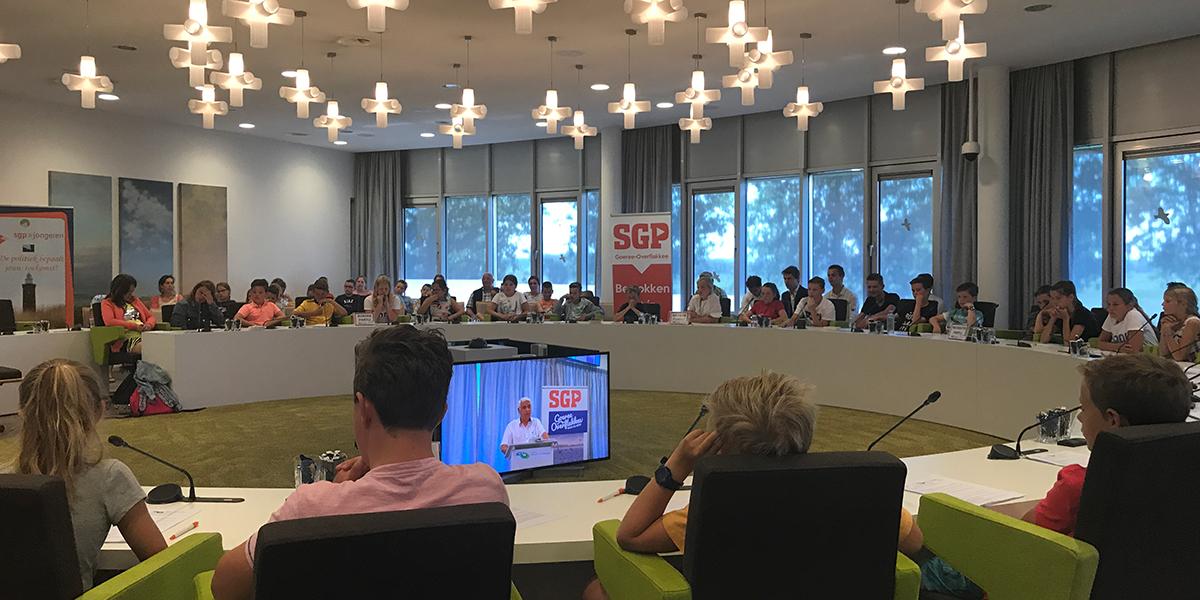 SGP-jongeren lieten scholieren debatteren over fictieve onderwerpen
