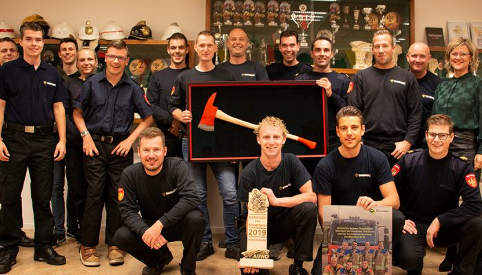Burgemeester verrast de landelijke kampioen – brandweerkorps Dirksland