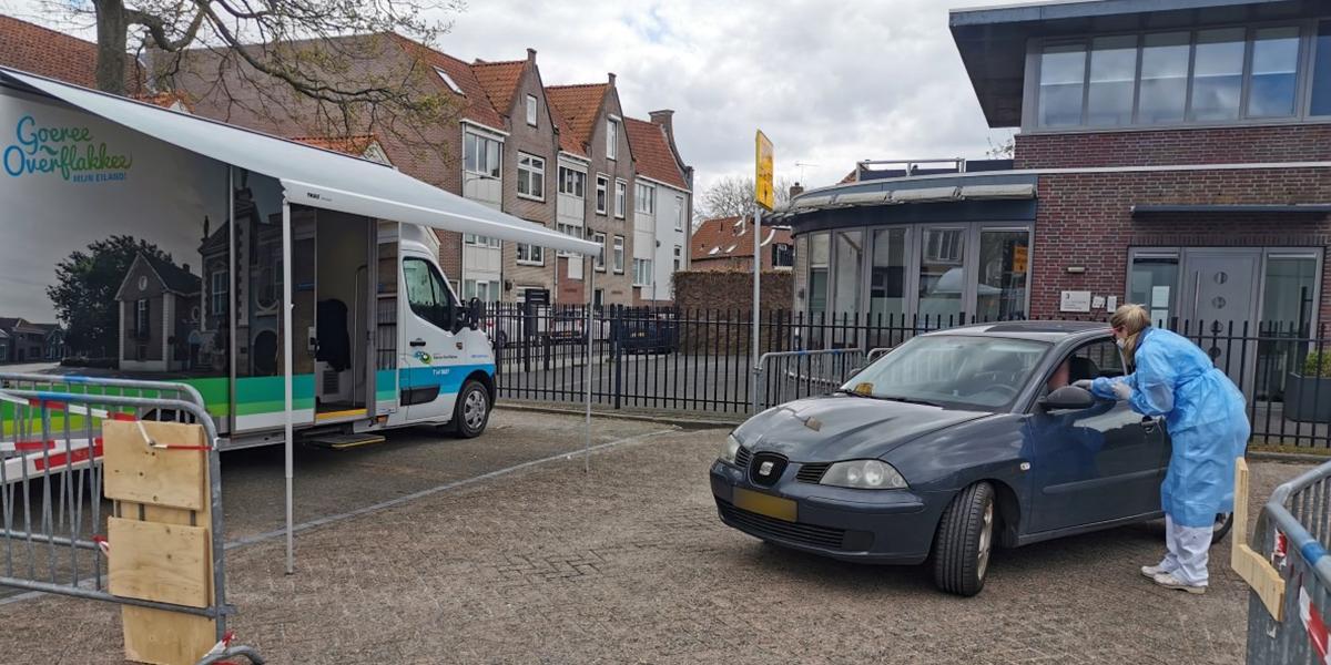 Nu ook Corona testen vanuit auto bij eilandelijk ziekenhuis
