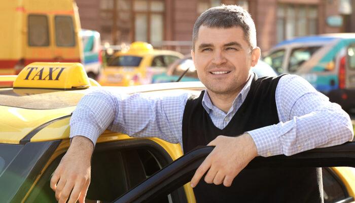 Webego en taxibedrijven helpen toekomstige chauffeurs op weg